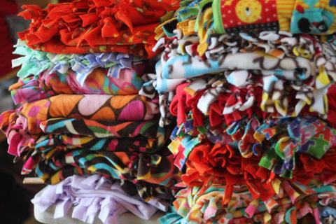 Tied Fleece Blankets Instructions – Mom's Morning Retreat : tied fleece quilt - Adamdwight.com
